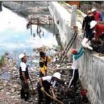 Keruk Sampah di Sungai, Ajak Pabrik Jaga Lingkungan