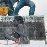 24 Jam Nangkring di Monumen Simpang Lima
