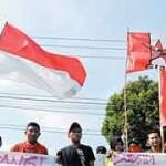 Demonstran Sweeping Kantor DPRD