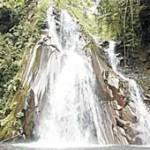 Air Terjun Selendang Arum di Lereng Gunung