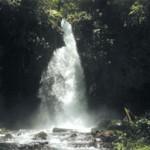 Air Terjun Telunjuk Dewa Raung Terdapat Gua Cukup Dalam di Bawah Air Terjun