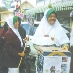 Calon Perawat Galang Dana Palestina di Jalanan