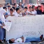 Siswa Protes Mutasi Guru