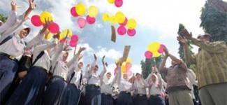 Nilai Tinggi, Siswi SMP/MTs Lepas Balon