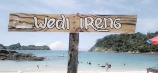 Pantai Wedi Ireng, Lagoon Eksotis di Balik Bukit