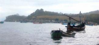 Perahu Terbalik, Nelayan Tewas